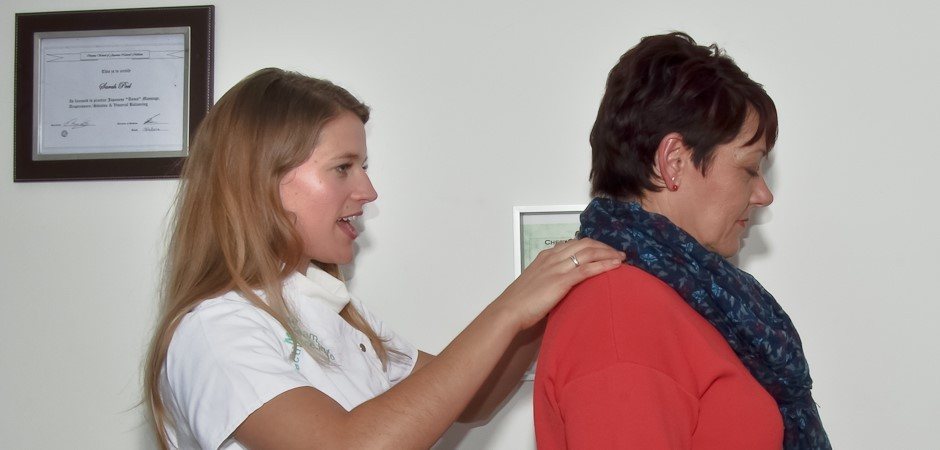Visual and palpation examination of painful joints by acupuncturist Sarah Peel in Rickmansworth WD3